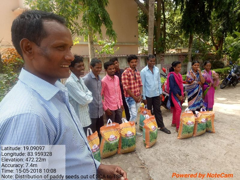 Distribution of paddy seeds to the farmers out of SCA to TSP fund under LSDA,  Puttasing 03.jpe
